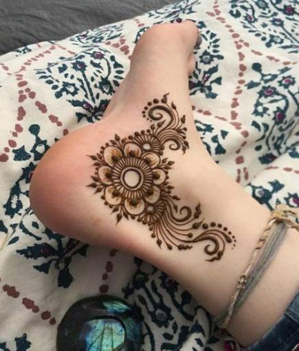 Bridal leg design mehndi b