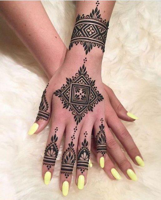 Latest beautiful Moroccan Mehendi Design