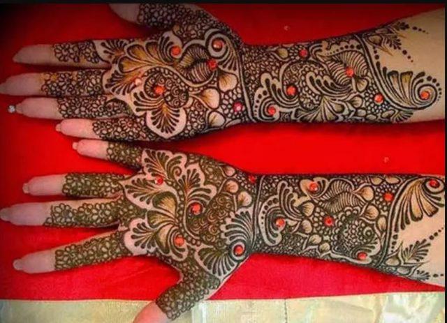 Mehandi - Glittering bridal mehandi design