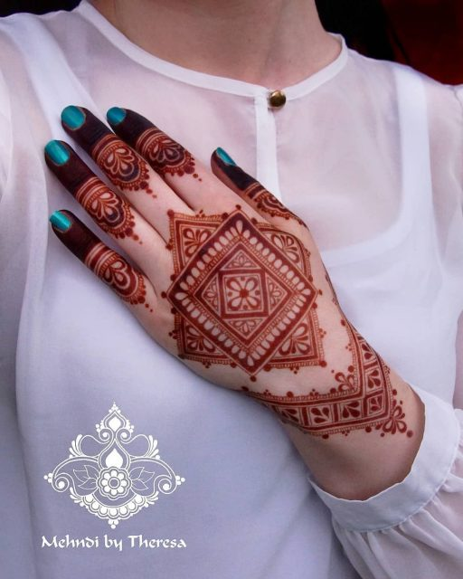 Trending Geometric Mehndi designs