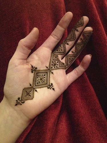 simple Morrocan henna design