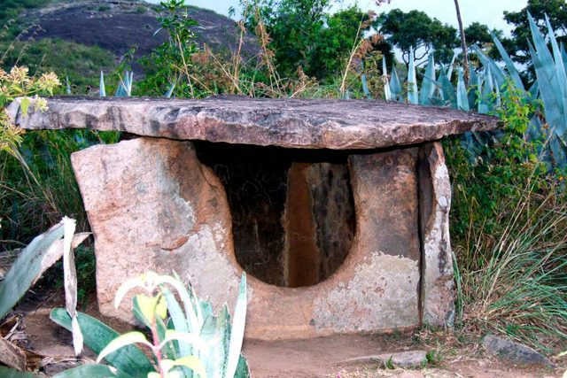 Iron age settlement Mariyur dolmens - Munnar