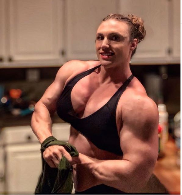 Hardcore Kaitlyn during bodybuilding arm pose