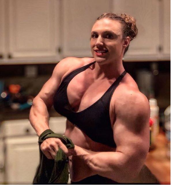Hardcore Kaitlyn during bodybuilding arm pose