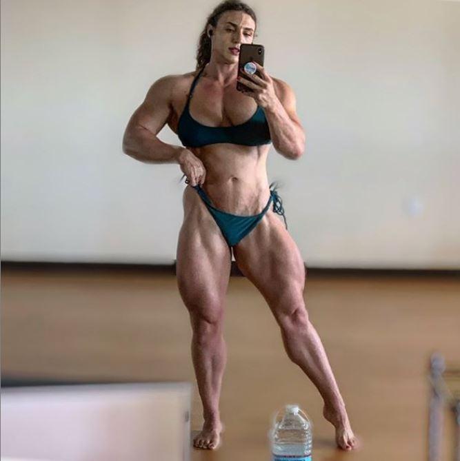 Hardcore Kaitlyn sexy legs pic