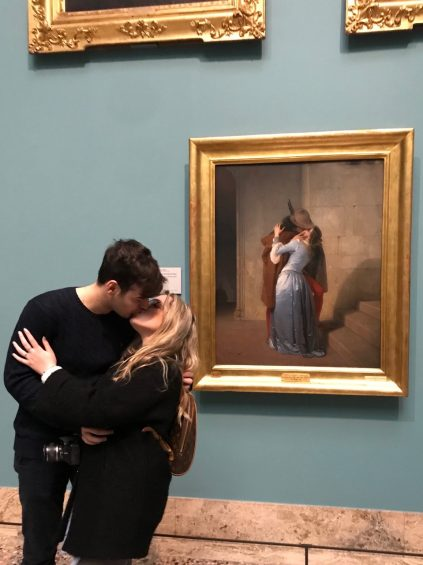 couple on a date in museaum