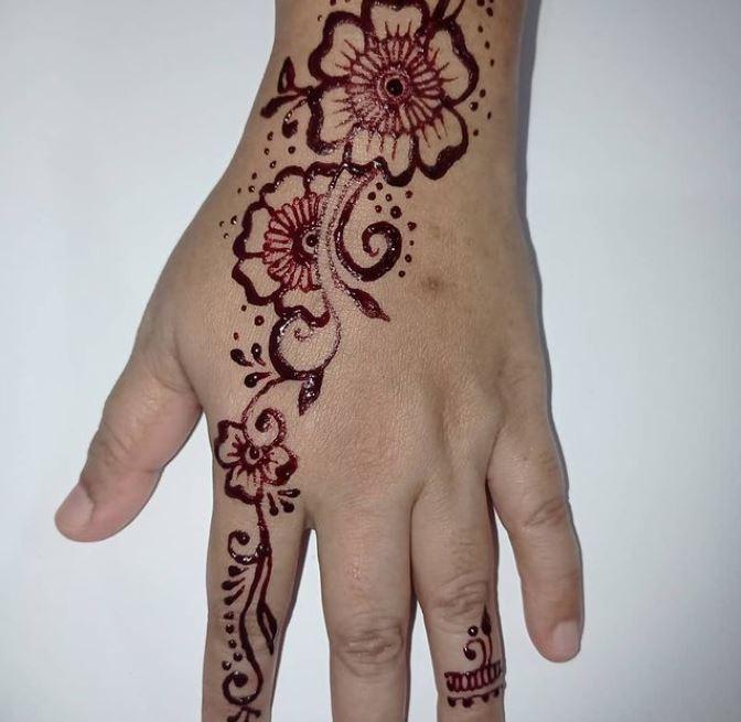 back hand henna design