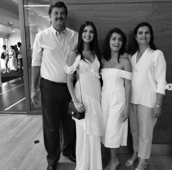 Himanshu Sutaria family - Tara sutaria, Piya Sutaria, Tina Sutaria