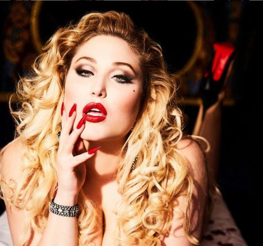 """Hayley, Daughter of David Hasselhoff is the First Curvy Model on the """"Playboy"""""""