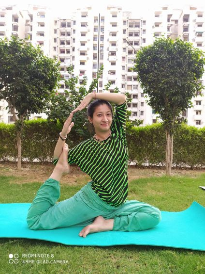 Raveen tandon yoga pose