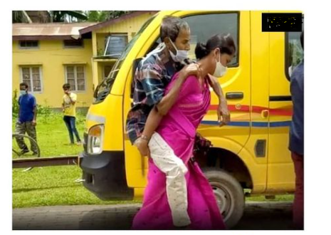 Salute to Her:  The Daughter-in-law Reached the Hospital Carrying Her Corona Positive Father-in-law on Her Back