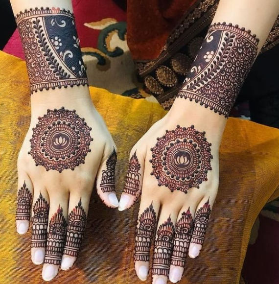 Beautiful mehndi design for teej 2